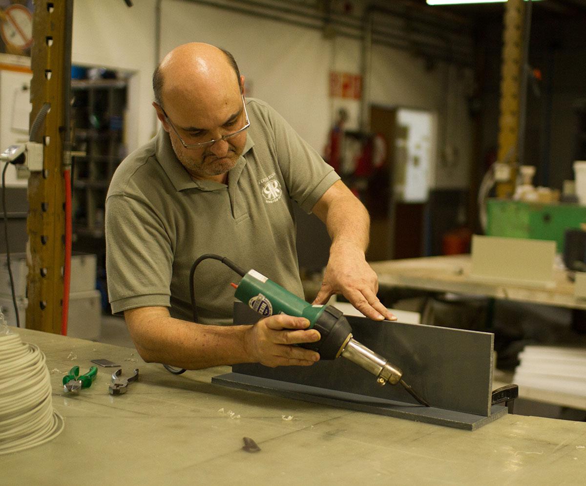 Soldar plásticos de motos: reparar el carenado de una moto con un soldador 4